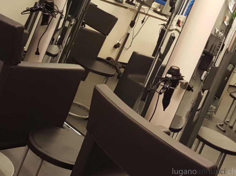 Affittiamo sedia per parruchiere/a lugano centro zona Pz Riforma AffitiamosediaperparruchierealuganocentrozonaPzRiforma-5c2005c035812.jpg