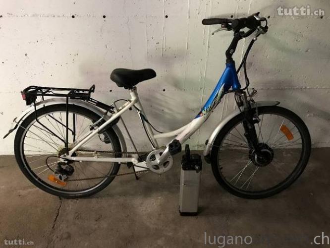 Bici Elettrica usata di colore blu BiciElettricausatadicoloreblu.jpg