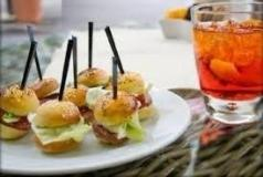 Ricchi aperitivi e wine bar a Ponderano...