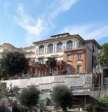 Arenzano , casa centralissima, ampia, vista mare, giardino,  due box