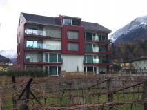 Bellissimo ampio moderno 3,5 locali con giardino privato a Biasca.