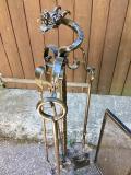 Bellissimo set per camino in ferro battuto e lavorato a mano