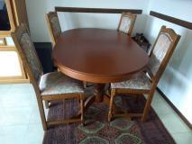 Tavolo ovale allungabile con sedie in...