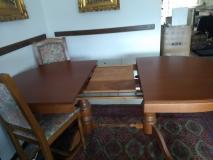 Tavolo ovale allungabile con sedie in perfetto stato