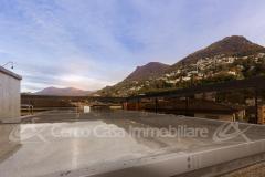 Attico con Piscina Privata sul Tetto, Solarium e Vista Lago!