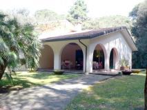 Villa singola con parco e pineta a Forte dei Marmi