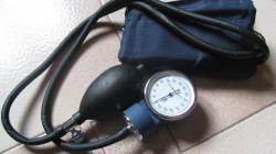 Misuratore di pressione sfigmomanometro