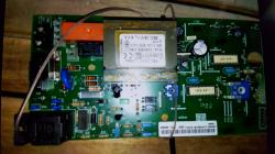 Tecnico elettronico esegue riparazioni...