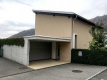 Recente casa 4,5 in stile moderno con bel giardino a Sigirino.