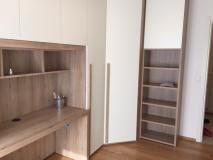 camera/ studio a ponte con cabina armadio angolare e scrivania