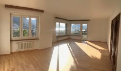 Spazioso appartamento (5.5 locali, 150 mq)  Porza, zona tranquilla, strada priva Spaziosoappartamento55locali150mqPorzazonatranquillastradaprivataviaBelvedereparallelaallaviaTessereteVistasulgolfodiLuganocongiardino12.jpg
