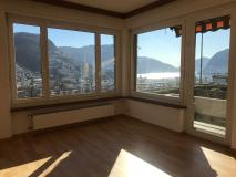 Spazioso appartamento (5.5 locali, 150 mq)  Porza, zona tranquilla, strada priva Spaziosoappartamento55locali150mqPorzazonatranquillastradaprivataviaBelvedereparallelaallaviaTessereteVistasulgolfodiLuganocongiardino123.jpg