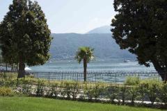 Appartamento duplex di pregio con giardino sul lago di Lugano