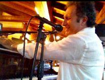 pianista  cantante di pianobar  napoletano