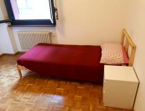 Affitasi camera condivisa/Shared room for rent